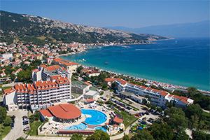 corinthia-baska-hotel-vela-plaza-beach-location